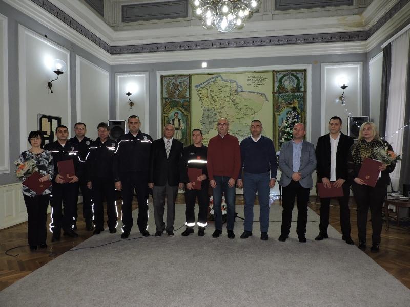 Najbolji policajci i vatrogasci nagrađeni za izuzetne rezultate 5250