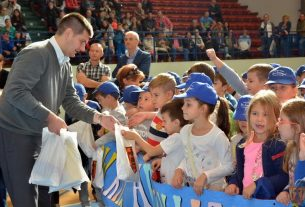Podela paketića za đake prvake u Kulturno sportskom centru u Požarevcu 10049