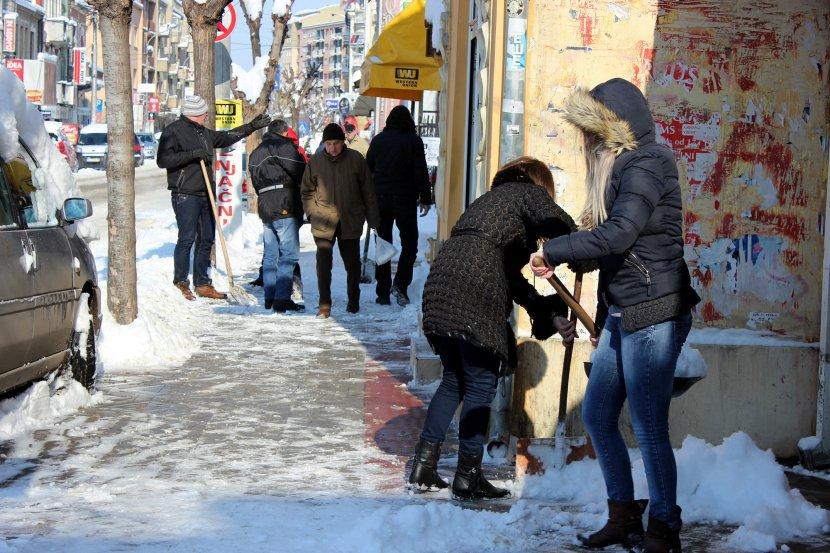 Očistite sneg ispred vaše kuće ili zgrade prete vam PAPRENE KAZNE 12758