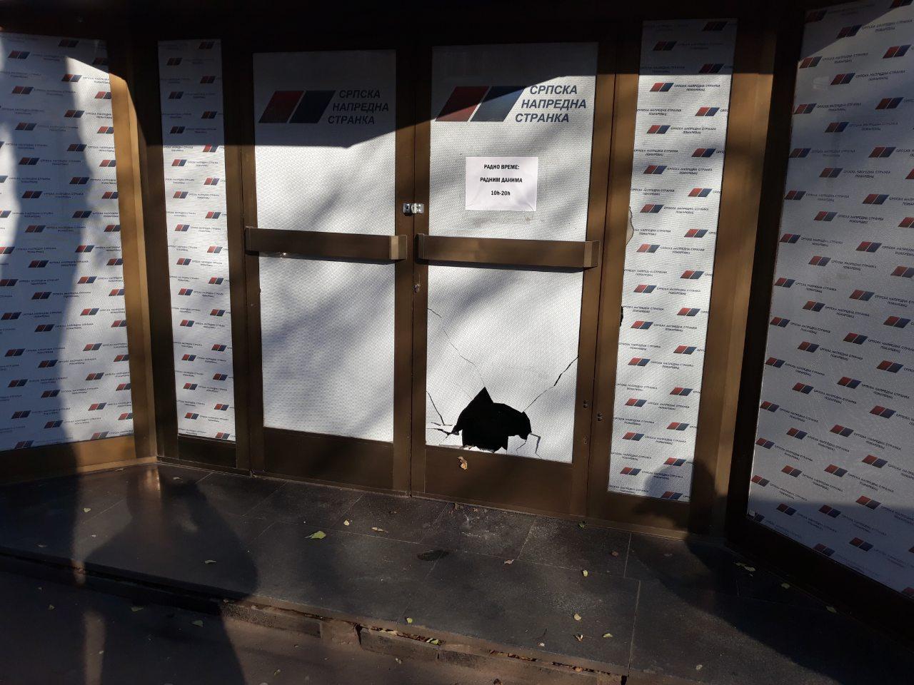 Razbijene prostorije SNS u Požarevcu(FOTO) 11938