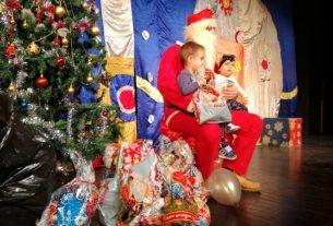 Deda Mraz, podela novogodišnjih paketića i predstava Maša i medved u Centru za kulturu u Požarevcu 12836