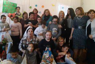 """Savet za ravnopravnost polova podelio novogodišnje paketiće u Osnovnoj školi """"Dositej Obradović"""" u Požarevcu 13124"""