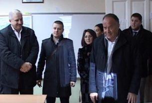 Ministar Šarčević obišao radove u osnovnoj školi u Velikom Gradištu 12203