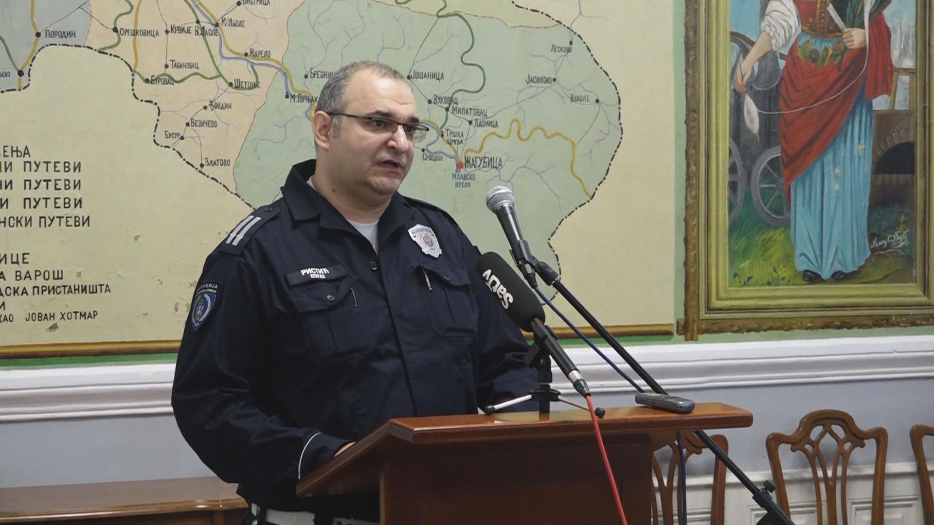 Uručene nagrade najboljim policajcima i vatrogascima sa teritorije Grada Požarevca 13170