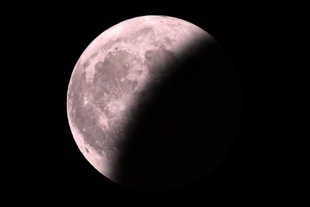 U nedelju potpuno pomračenje Meseca 13940