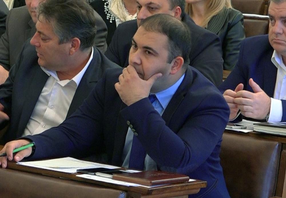 Ivan Jović podneo neopozivu ostavku na mesto potpredsednika Gradskog odbora, kao i ostavku na mesto člana Gradskog veća u lokalnoj samoupravi 15284