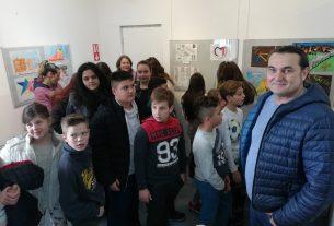 """Prolećni učenički likovni salon – PULS 2019 u Galeriji """"Krug"""" u Petrovcu na Mlavi 16114"""