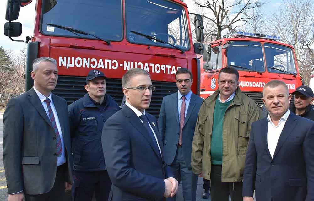 Vatrogasci dobili nova vozila - U toku 2019. nabavka još oko 300 terenskih kombija 15865