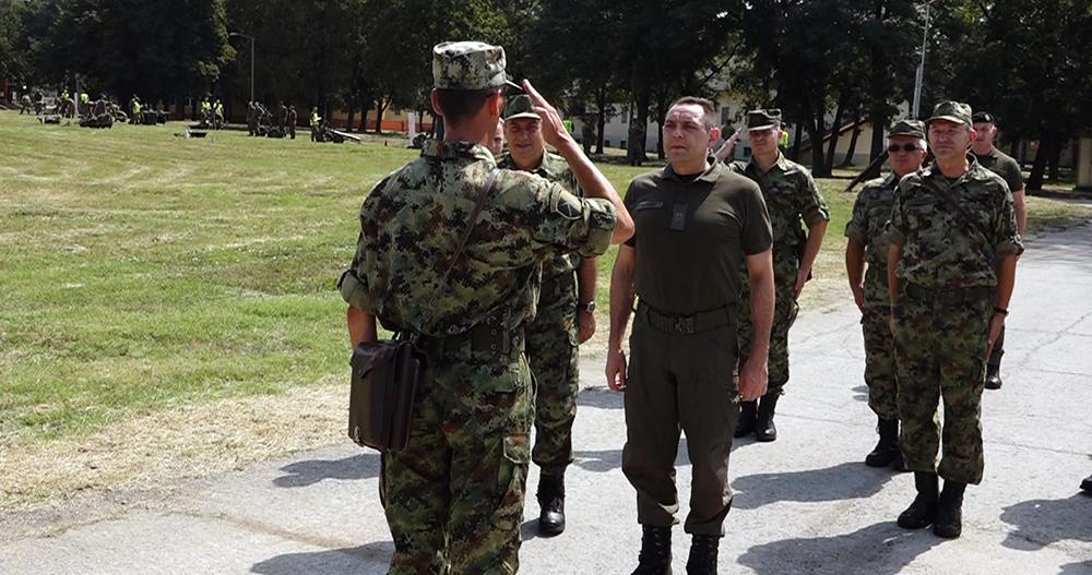 Ministar Vulin pohađa vojnu obuku u Požarevcu 15623