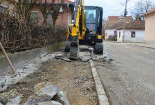 Petrovac na Mlavi: Otpočeti radovi na rekonstrukciji trotoara 7