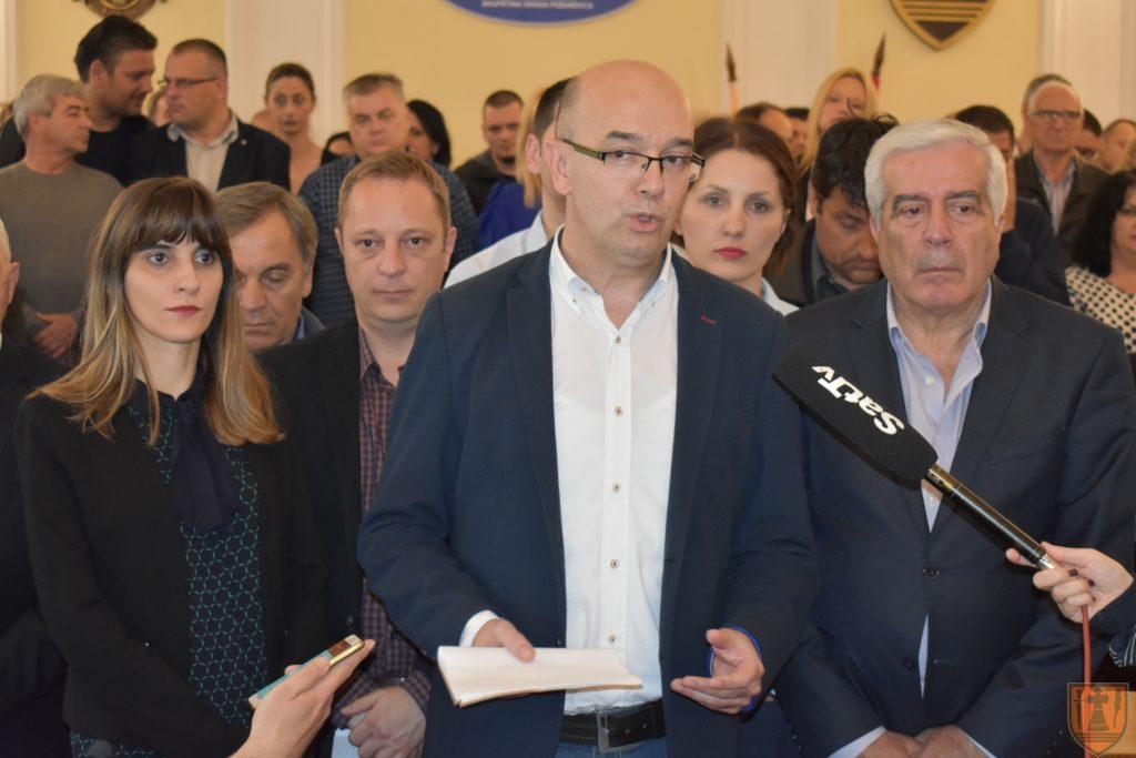 Obraćanje gradonačelnika Grada Požarevca Baneta Spasovića povodom najave dela opozicije da će preuzeti republičke institucije 17150