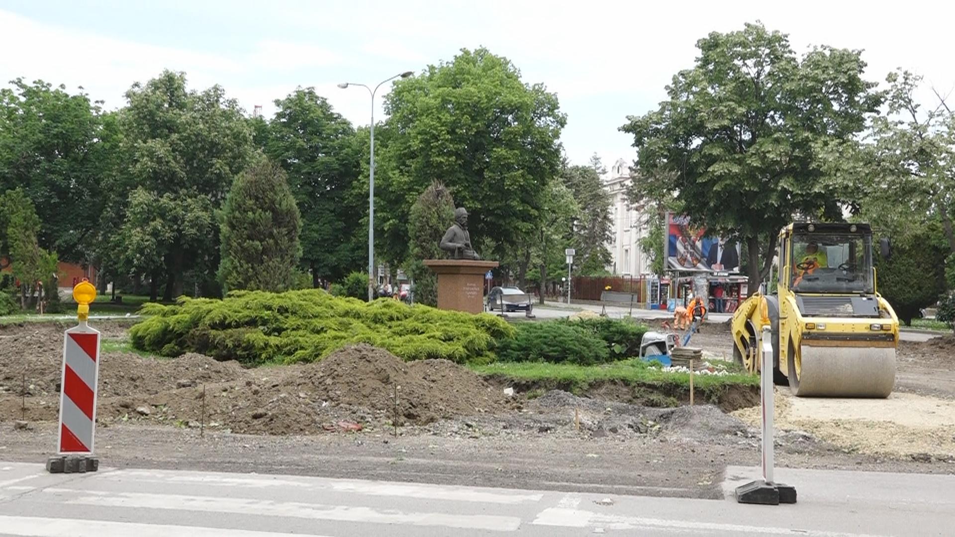 Zbog izvođenja radova na ukrštanju ulica Moše Pijade i Jovana Šerbanovića biće obustavljen saobraćaj od 14.6 od 1.8.2019. godine 19541