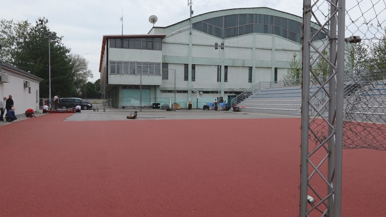 Postavljanje tartan podloge na stadionu malih sportova 17949
