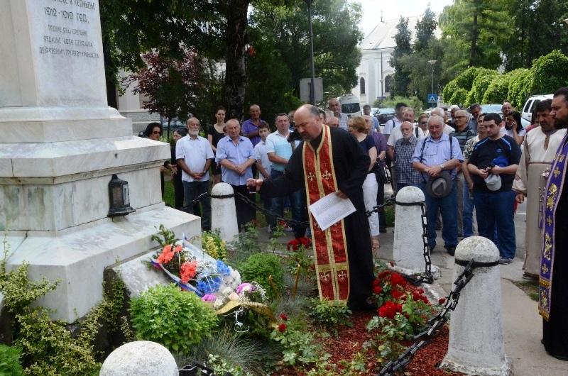 Polaganjem venaca na spomen obeležja stradalima u ratovima obeležen Vidovdan 20201
