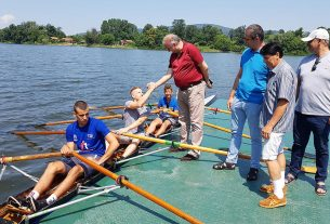 Veslanje: Vasić i Mačković posetili VK Srebrno jezero 20940