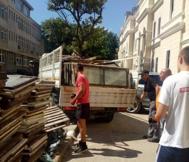 Rashodovana stolarija zgrade Načelstva donirana za 33 materijalno ugrožene porodice 21414