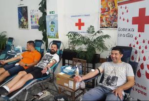 "Akcija Crvenog krsta Požarevac:   ""Crveni krst -Crveni tepih"" 21543"