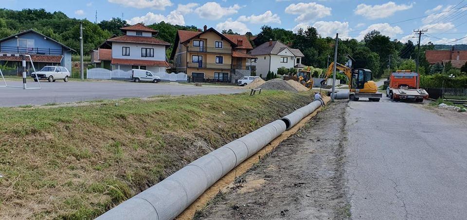 Petrovac na Mlavi: Radovi na uređenju kanala u Novom Naselju 21443