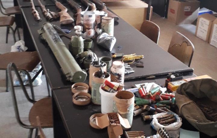 Policija: Uhapšen zbog  nedozvoljene proizvodnje, držanja nošenje oružja i eksplozivnih materija 23128
