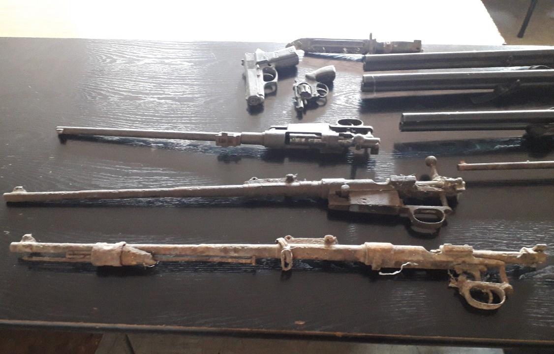 Policija: Uhapšen zbog  nedozvoljene proizvodnje, držanja nošenje oružja i eksplozivnih materija 2