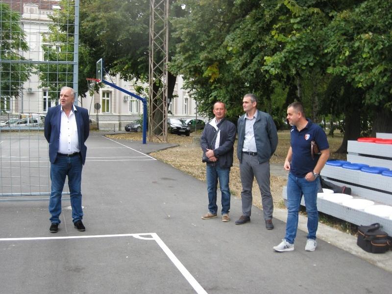 U opštini Veliko Gradište investicioni radovi na poligonu malih sportova, sportskoj hali na Srebrnom jezeru i putu Srebrno jezero-Zatonje 23656