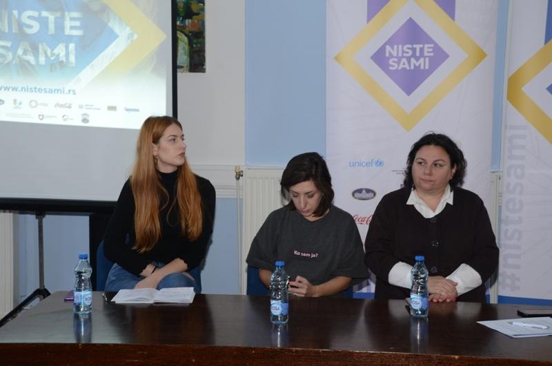 """U Velikom Gradištu održana tribina Projekta """"Niste sami"""" 24615"""