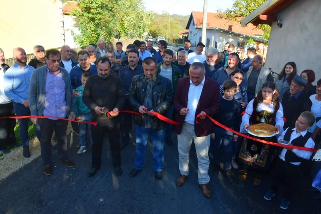 Naselje Knežica dobilo novi asfalt 25565