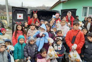 """Crveni krst Požarevac - Tradicionalna novogodišnja akcija """"Jedan paketić - puno ljubavi"""" 27402"""