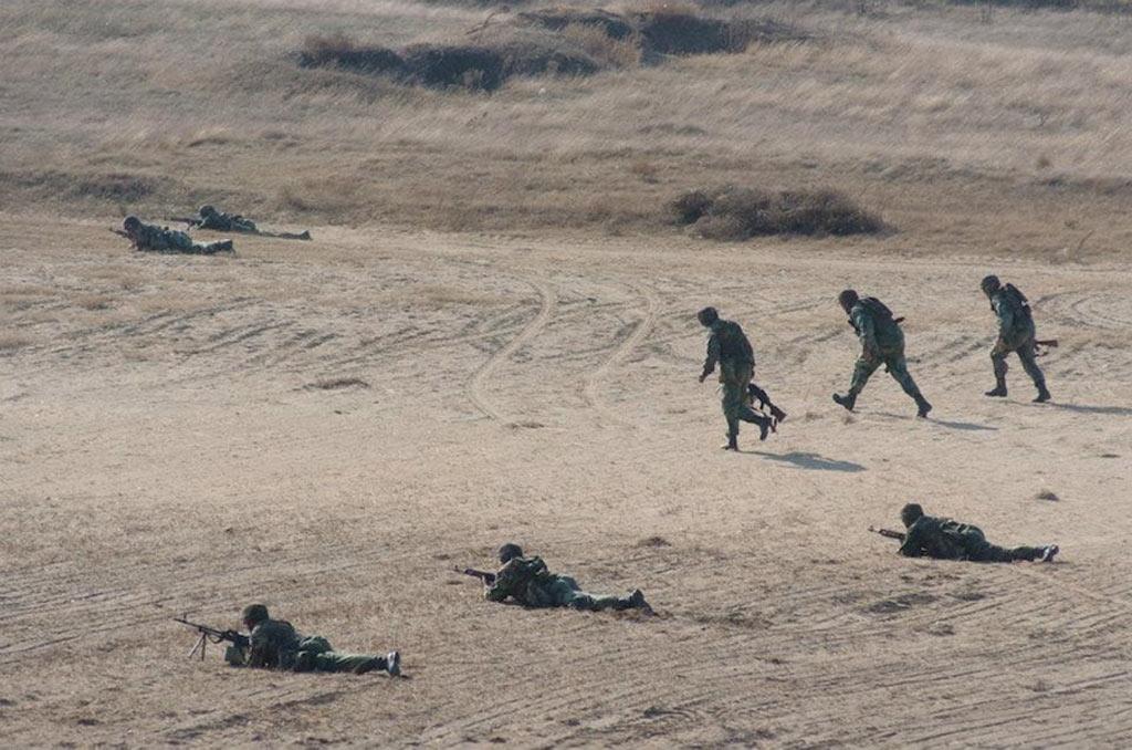 Vojska Srbije izvodi gađanje na poligonu Peskovi 51095