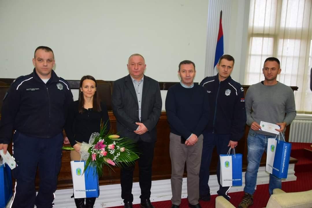 Uručene nagrade policijskim službenicima Policijske stanice Petrovac na Mlavi 27285