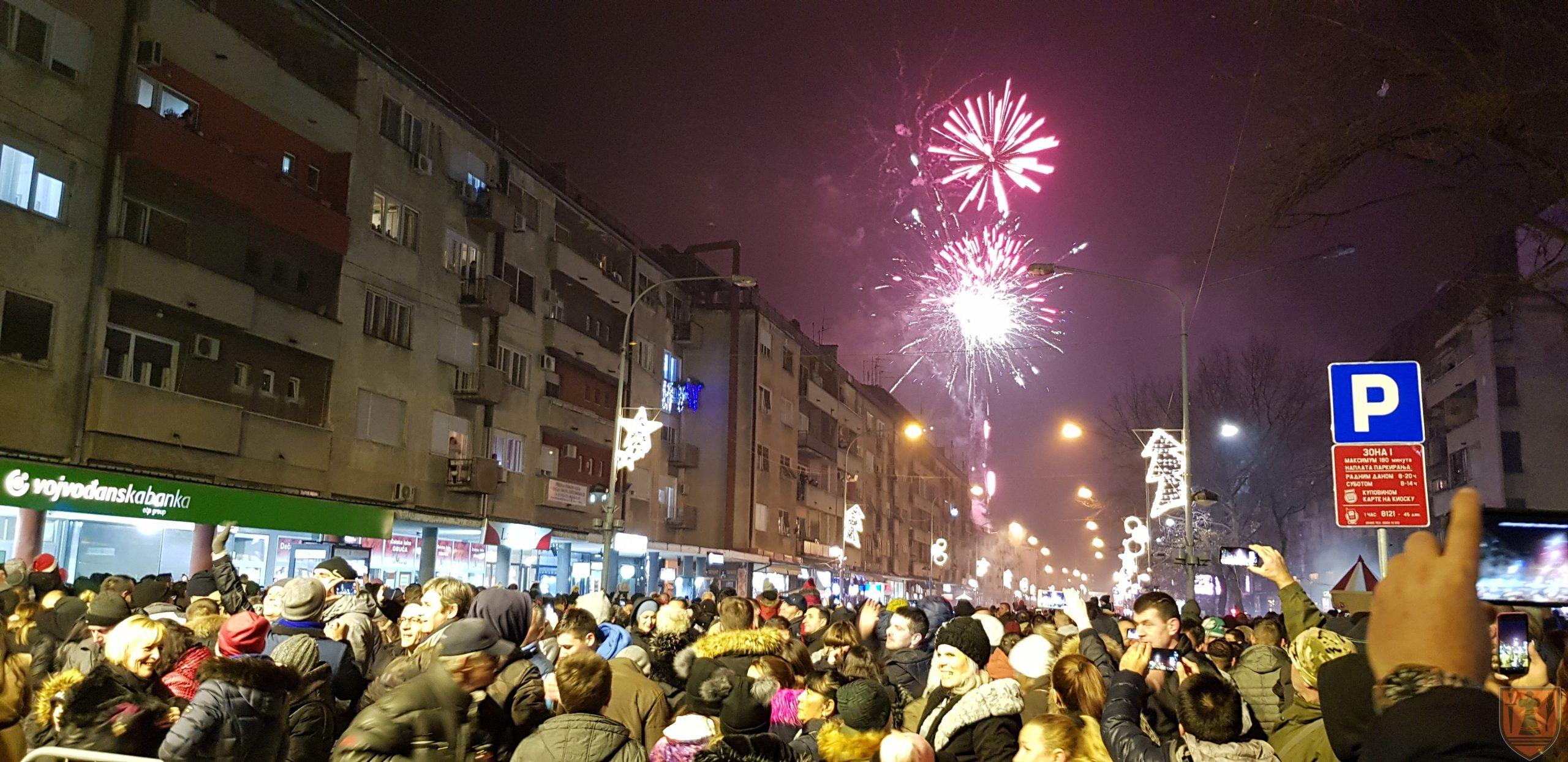 Požarevljani dočekali Novu godinu uz koncert Dr Neleta Karajlića 27639