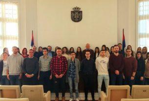 Potpisani ugovori sa studentima koji su ostvarili pravo na stipendije opštine Petrovac na Mlavi za školsku 2019/2020 godinu 27729