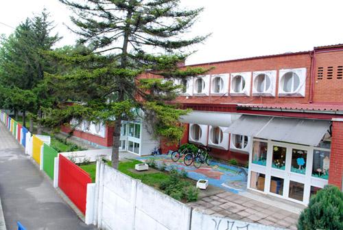 """Izgradnja dečjeg igrališta u sklopu PU """"Galeb"""" u Petrovcu na Mlavi 37862"""
