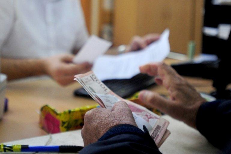 Sutra isplata penzija: Dobićete i dodatak od 4.000 dinara, a ovo je način da je podignete 33905