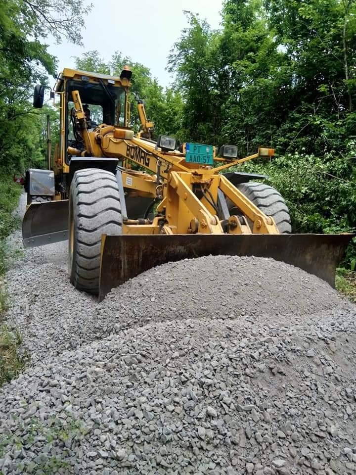Obilazak radova na uređenju atarskih puteva u opštini Petrovac na Mlavi 35688