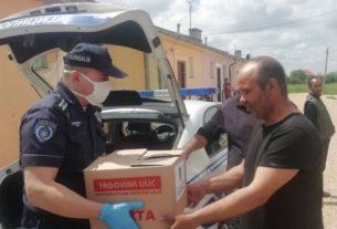 PU Požarevac na humanom zadatku: Policija delila pakete ugroženim sugrađanima 35055