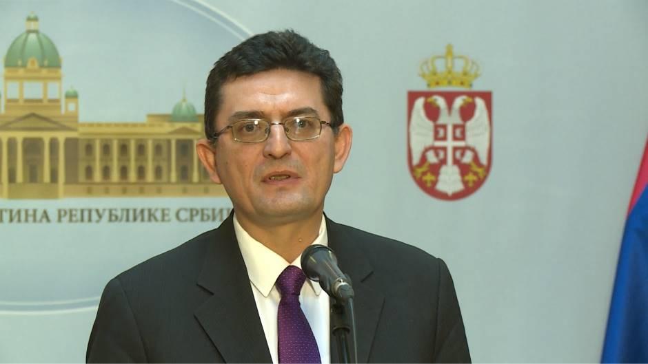 Arsić osudio demoliranje automobila članice SNS 35322