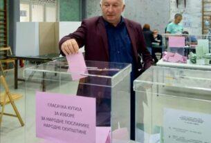 Predsednik opštine Petrovac na Mlavi Duško Nedinić glasao na biračkom mestu br. 35 37402