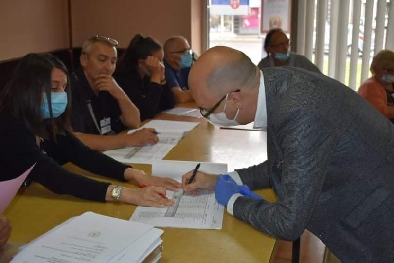 Gradonačelnik Bane Spasović glasao u MZ Bulevar 37352