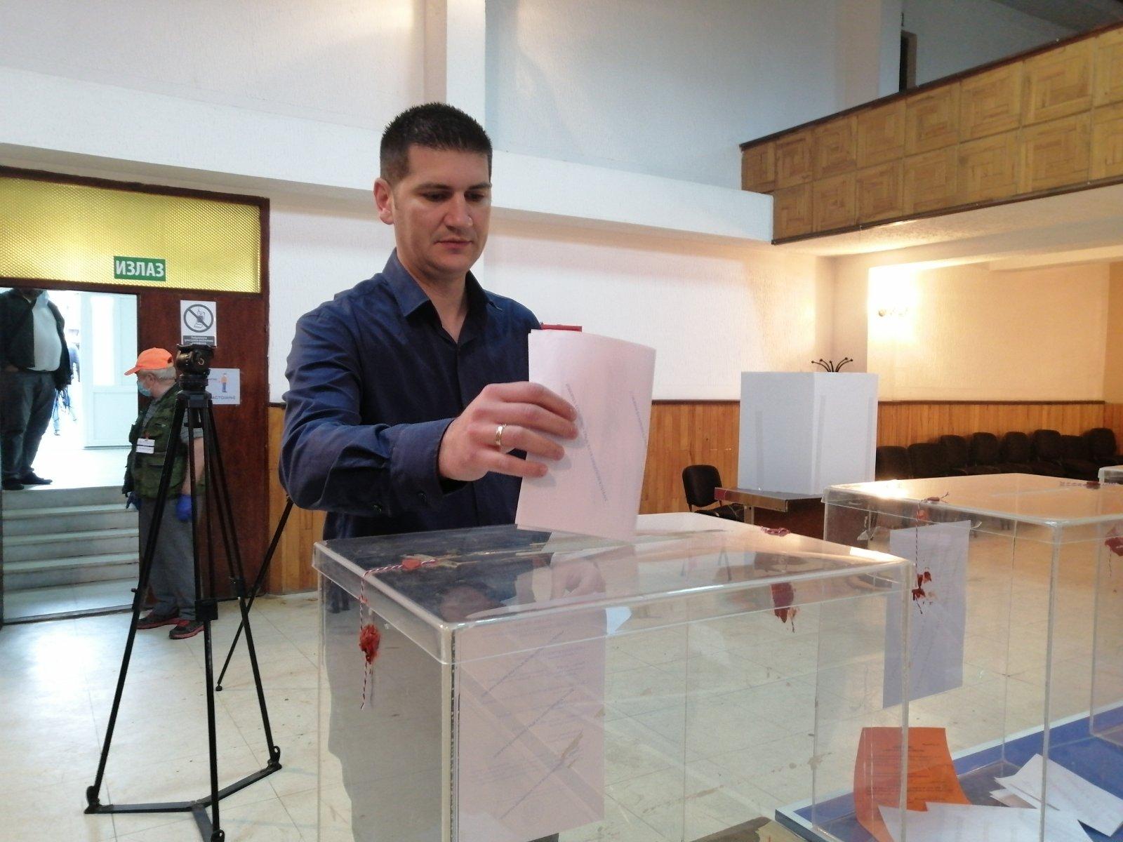 Saša Pavlović, zamenik gradonačelnika Požarevca glasao u Klenovniku na izbornom mestu broj 1 37379