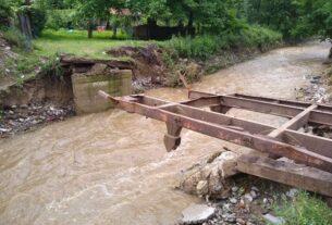 Oštećeno oko 1.000 kuća u polavama, sledi pomoć 38021