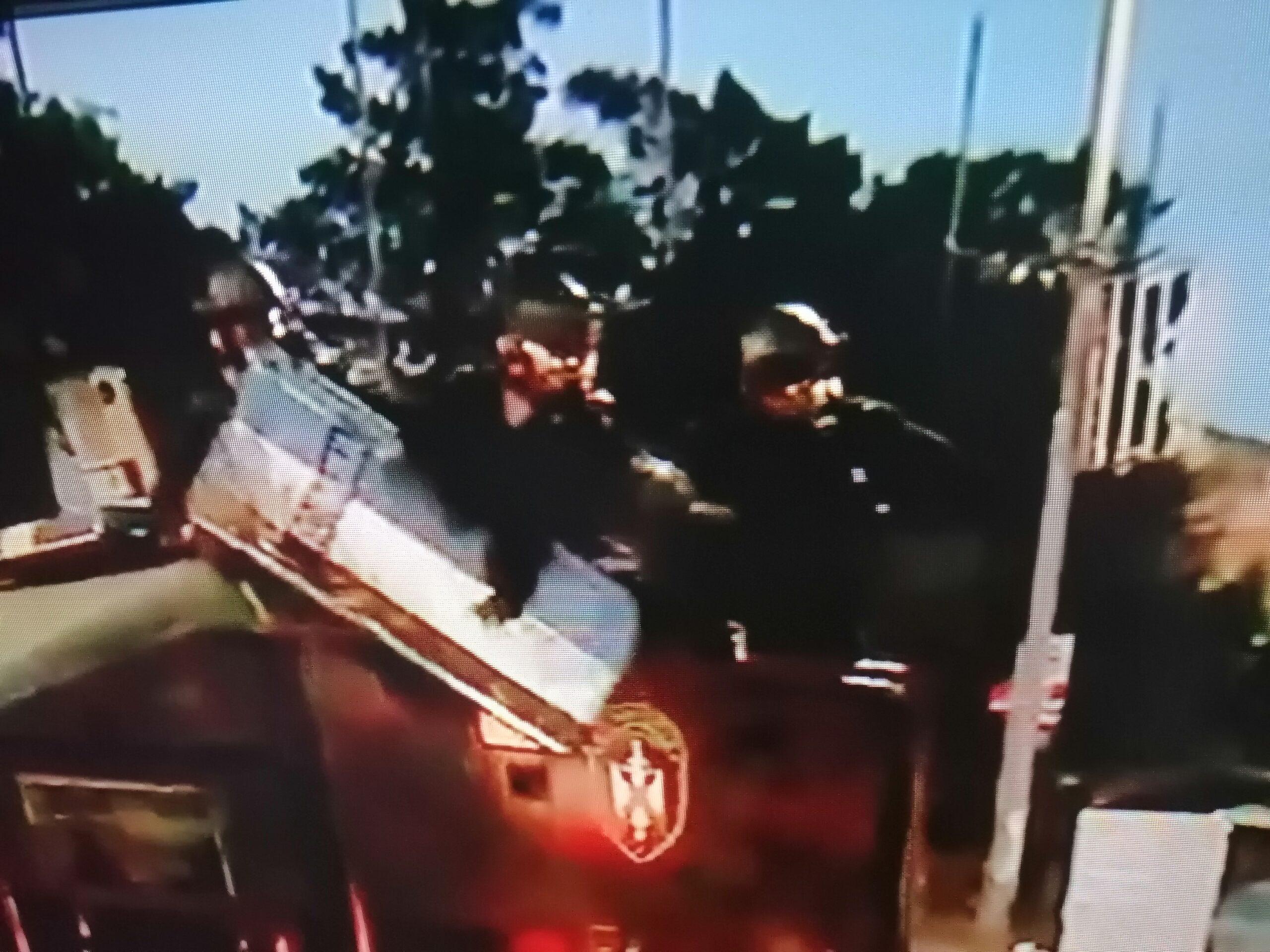 Ponovo haos ispred Skupštine, napadnuta policija, demonstranti potisnuti 38458