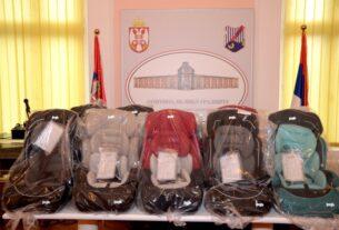 Pomoć roditeljima novorođenih beba uručena na kućnu adresu u Velikom Gradištu 38120