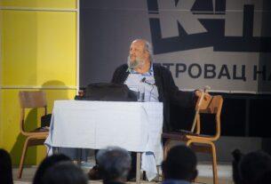 "Izvedena monodrama ""Reče mi jedan čo'ek, ćeraćemo se još, kad budem mlađi"", na letnjoj pozornici Kulturno prosvetnog centra Petrovac na Mlavi 41909"