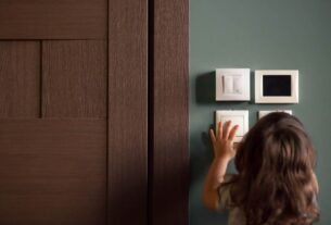 Baka prijavila majku koja je zaključavala dete (2) samo u kući! 41963