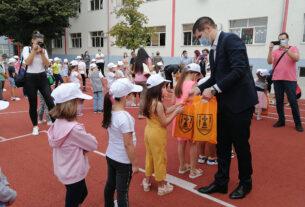 Predstavnici grada Požarevca uručili poklone đacima prvacima 41265