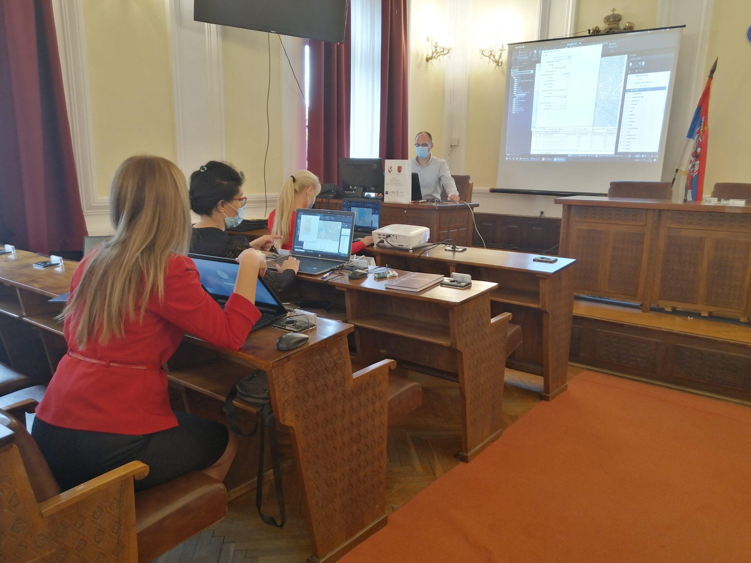 Unapređenje preduslova za korišćenje lokalnih socio-ekonomskih potencijala kroz GIS u Požarevcu i Velikom Gradištu 42469