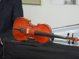 """Tri violine Jana Nemčeka ustupljene Muzičkoj školi """"Stevan Mokranjac"""" u Velikom Gradištu 43368"""