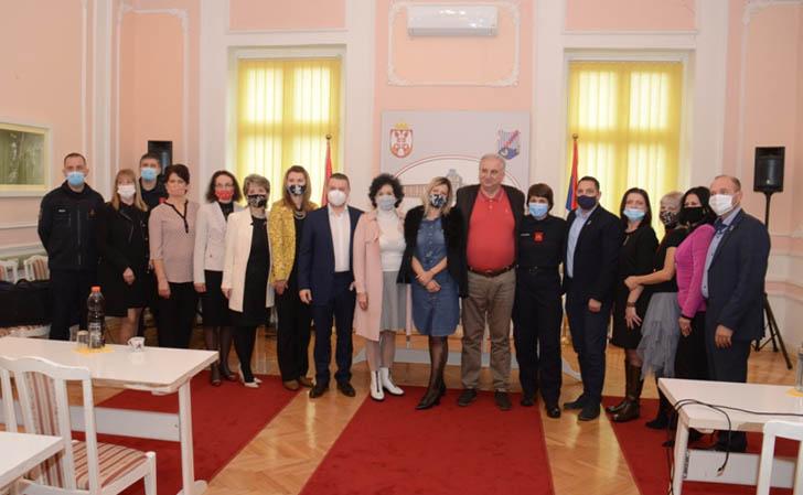 Uručene nagrade povodom Dana vatrogasaca i prosvetnih radnika u opštini Veliko Gradište 44057