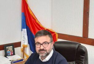 """Jovan Lukić, predsednik opštine Žabari: """"Po 3000 dinara za preko 80-oro ugrožene dece umesto ukrašavanja"""" 47085"""